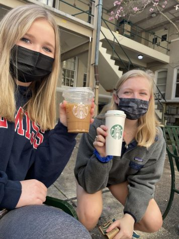 Seniors Sarah Sumrall and Serena Klebba pose with their drinks from Starbucks!